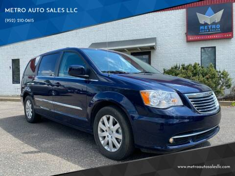 2013 Chrysler Town and Country for sale at METRO AUTO SALES LLC in Blaine MN