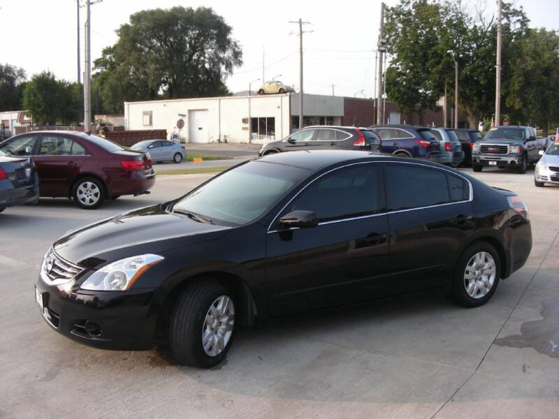 2011 Nissan Altima for sale at EURO MOTORS AUTO DEALER INC in Champaign IL