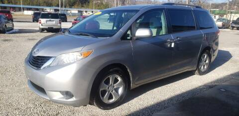 2013 Toyota Sienna for sale at COOPER AUTO SALES in Oneida TN