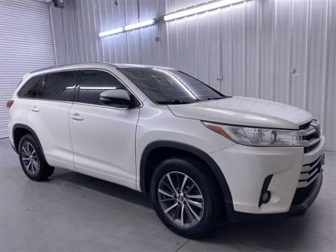 2017 Toyota Highlander for sale at JOE BULLARD USED CARS in Mobile AL
