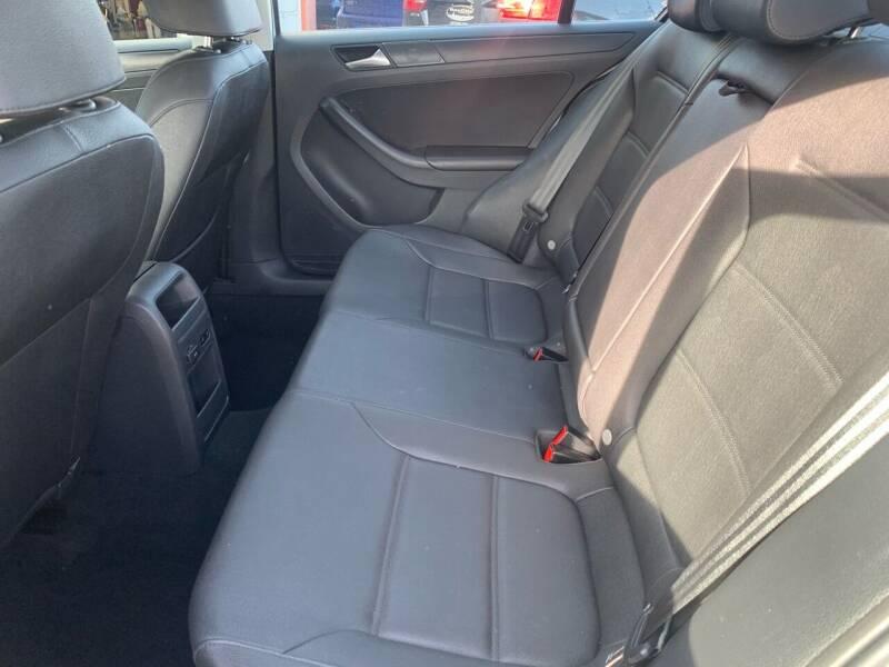 2012 Volkswagen Jetta SE PZEV 4dr Sedan 6A w/ Convenience and Sunroof - Portland ME