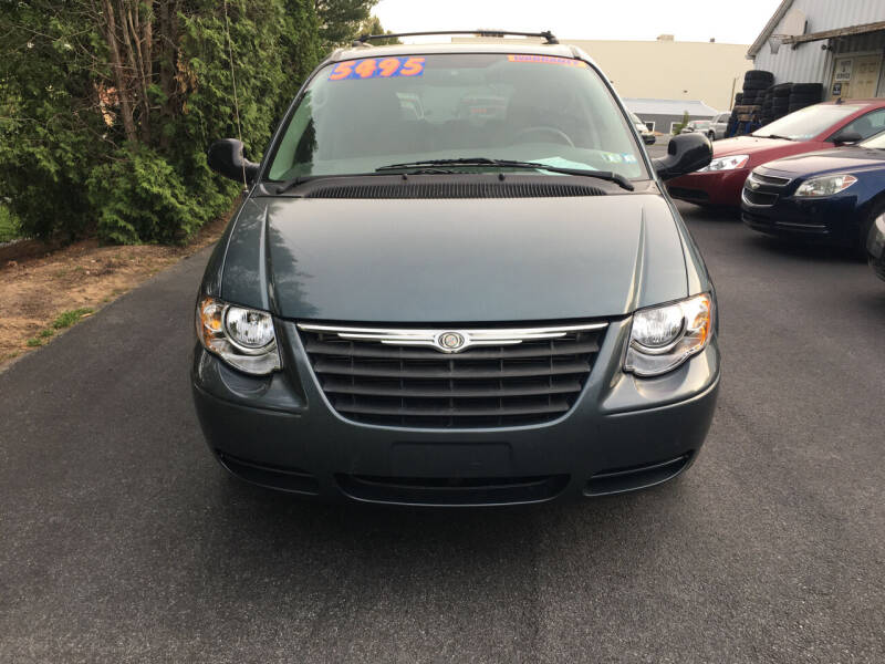2005 Chrysler Town and Country for sale at BIRD'S AUTOMOTIVE & CUSTOMS in Ephrata PA