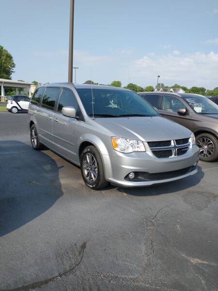 2017 Dodge Grand Caravan for sale at McCully's Automotive in Benton KY