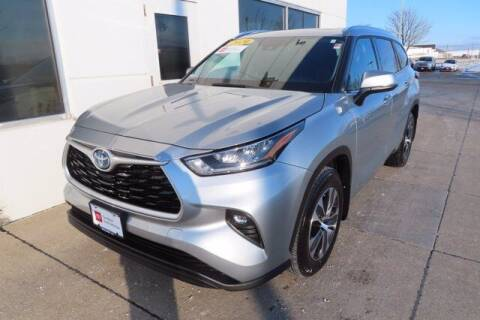 2020 Toyota Highlander Hybrid for sale at HILAND TOYOTA in Moline IL
