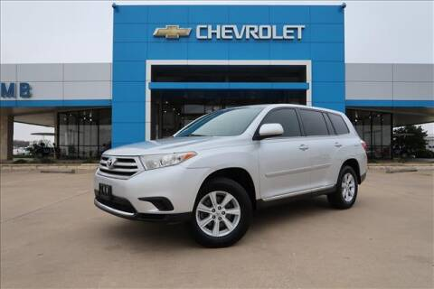 2013 Toyota Highlander for sale at Lipscomb Auto Center in Bowie TX
