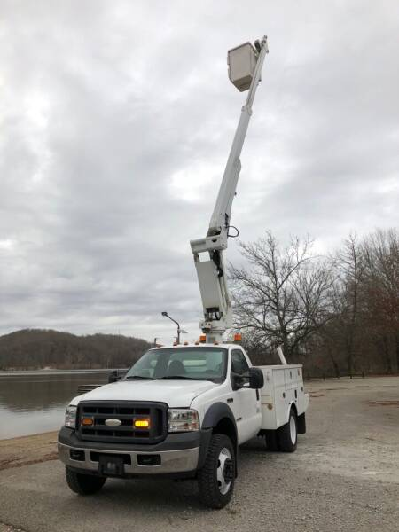 2006 Ford F-450 Super Duty for sale at Monroe Auto's, LLC in Parsons TN