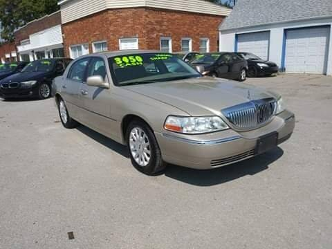 2006 Lincoln Town Car for sale at Street Side Auto Sales in Independence MO