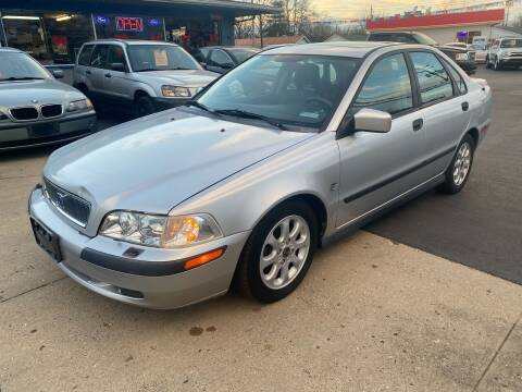 2002 Volvo S40 for sale at Wise Investments Auto Sales in Sellersburg IN