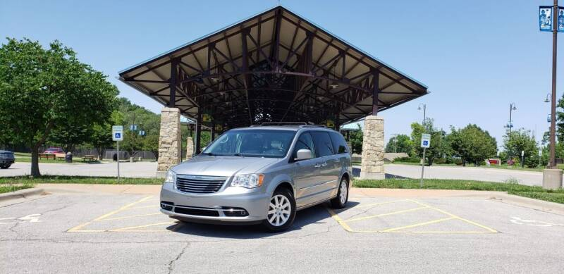 2014 Chrysler Town and Country for sale at D&C Motor Company LLC in Merriam KS