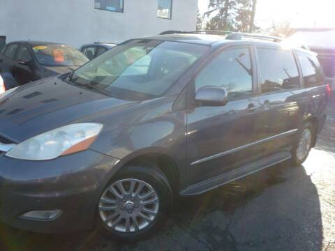 2007 Toyota Sienna for sale at Sindibad Auto Sale, LLC in Englewood CO