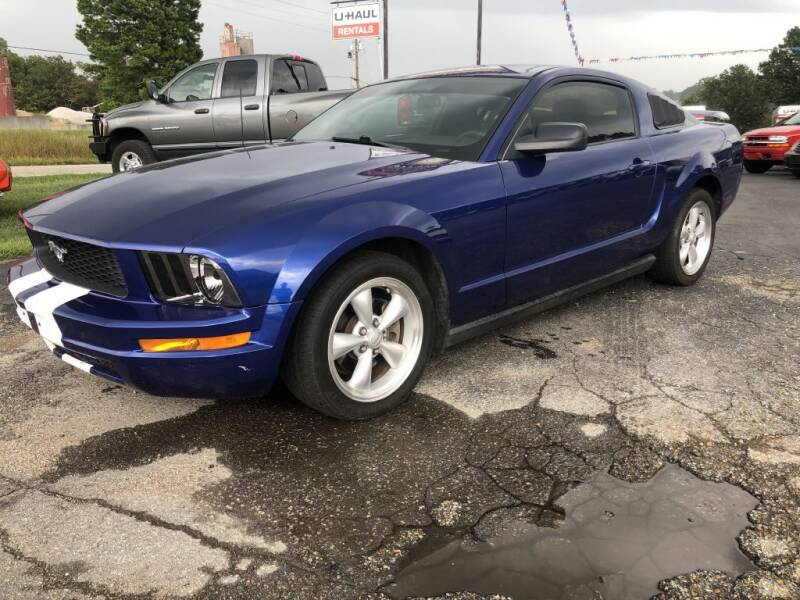 2005 Ford Mustang for sale at EAGLE ROCK AUTO SALES in Eagle Rock MO