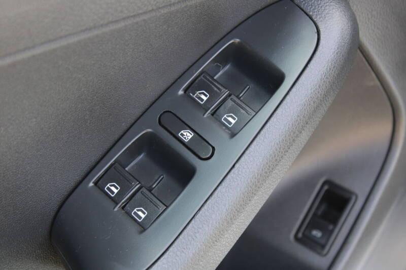 2013 Volkswagen Jetta 4dr Sedan 5M - Everett WA