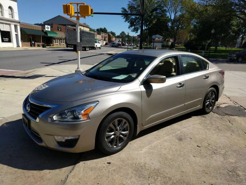 2015 Nissan Altima for sale at ROBINSON AUTO BROKERS in Dallas NC
