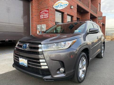 2018 Toyota Highlander Hybrid for sale at The Car Guys in Staten Island	 NY