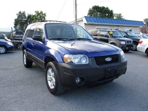 2006 Ford Escape for sale at Supermax Autos in Strasburg VA