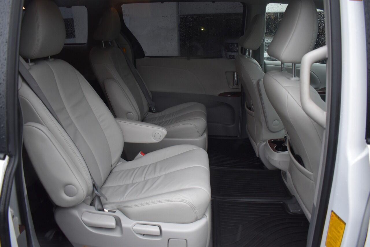 2013 Toyota Sienna XLE 7 Passenger AWD 4dr Mini Van full