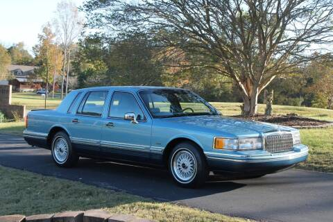 1993 Lincoln Town Car for sale at KEEN AUTOMOTIVE in Clarksville TN