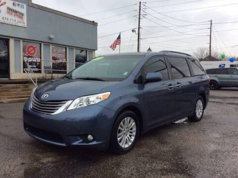 2015 Toyota Sienna for sale at Bagwell Motors in Lowell AR