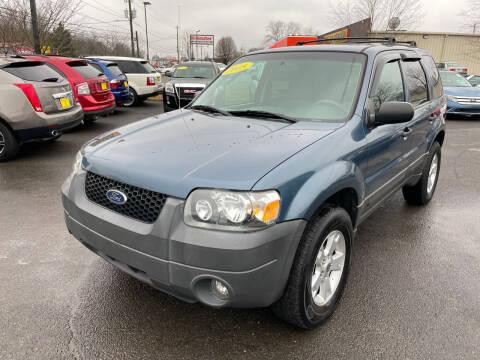 2005 Ford Escape for sale at Diana Rico LLC in Dalton GA