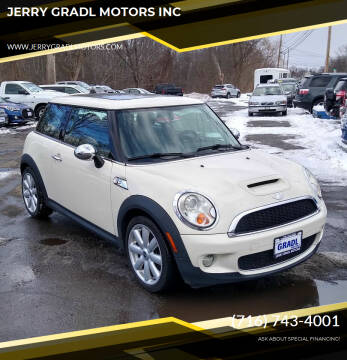 2007 MINI Cooper for sale at JERRY GRADL MOTORS INC in North Tonawanda NY