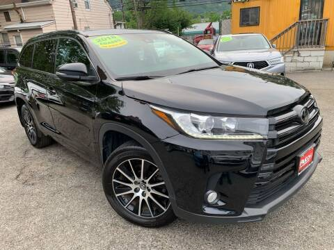 2018 Toyota Highlander for sale at Auto Universe Inc. in Paterson NJ