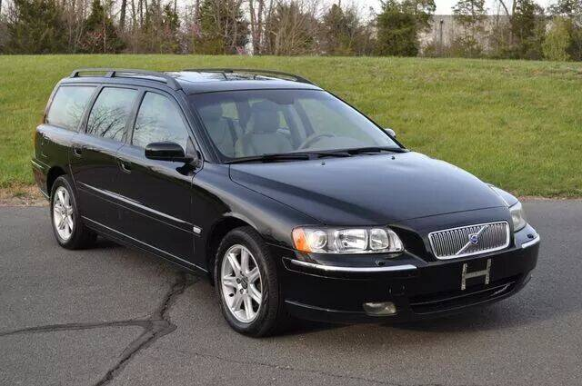 2005 Volvo V70 for sale at SEIZED LUXURY VEHICLES LLC in Sterling VA