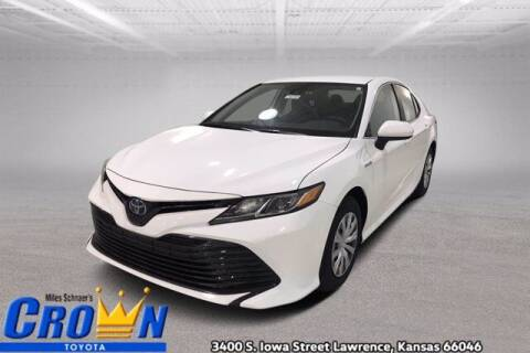 2020 Toyota Camry Hybrid for sale at Crown Automotive of Lawrence Kansas in Lawrence KS