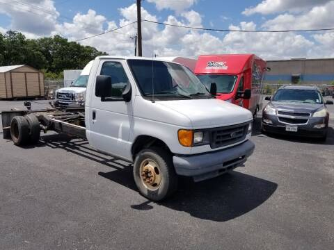 2005 Ford E-Series Chassis for sale at ON THE MOVE INC in Boerne TX
