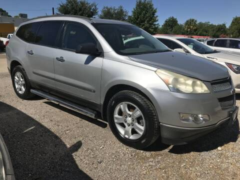 2010 Chevrolet Traverse for sale at AMIGO USED CARS in Houston TX