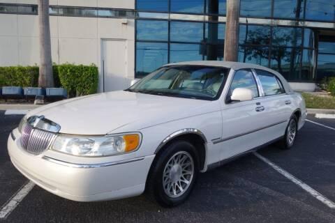 2000 Lincoln Town Car for sale at SR Motorsport in Pompano Beach FL
