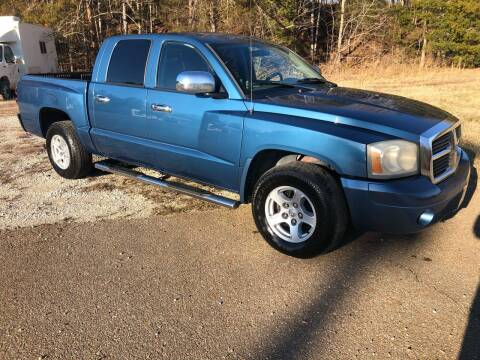 2006 Dodge Dakota for sale at Monroe Auto's, LLC in Parsons TN