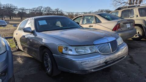 2001 Lincoln Town Car for sale at Dave-O Motor Co. in Haltom City TX