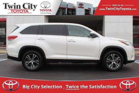 2019 Toyota Highlander for sale at Twin City Toyota in Herculaneum MO