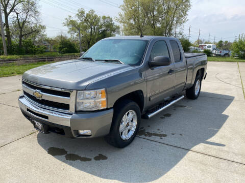2009 Chevrolet Silverado 1500 for sale at Mr. Auto in Hamilton OH