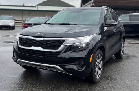 2021 Kia Seltos for sale at AH Ride & Pride Auto Group in Akron OH