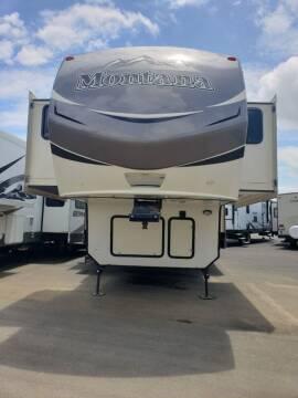 2015 Keystone Montana 3711FL for sale at Ultimate RV in White Settlement TX