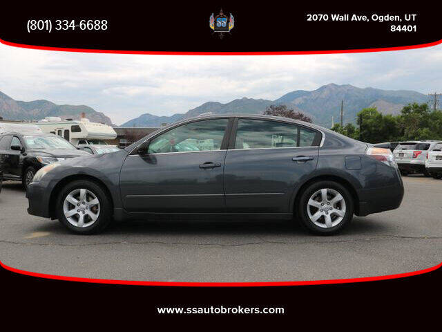 2008 Nissan Altima for sale at S S Auto Brokers in Ogden UT