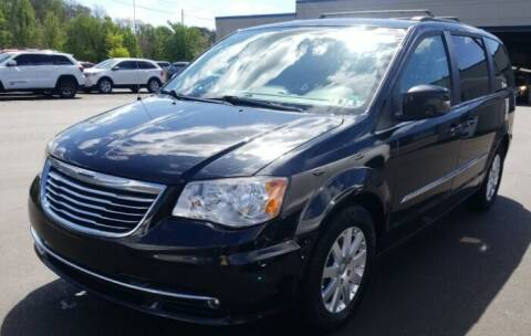 2013 Chrysler Town and Country for sale at Precision Automotive Group in Youngstown OH