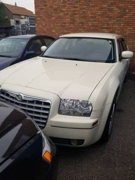 2009 Chrysler 300 for sale at The Bengal Auto Sales LLC in Hamtramck MI