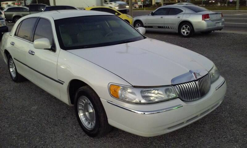2002 Lincoln Town Car for sale at Pinellas Auto Brokers in Saint Petersburg FL