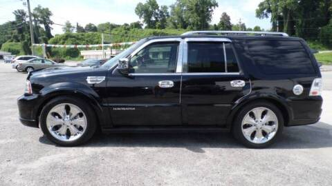 2005 Lincoln Navigator for sale at G AND J MOTORS in Elkin NC