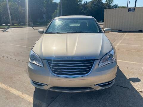 2013 Chrysler 200 for sale at Unique Motors in Rock Island IL