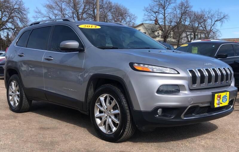 2014 Jeep Cherokee for sale at El Tucanazo Auto Sales in Grand Island NE