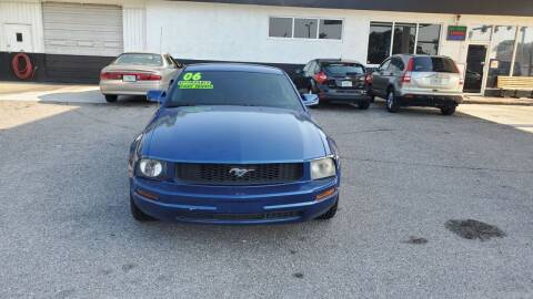 2006 Ford Mustang for sale at HCC AUTO SALES INC in Sarasota FL