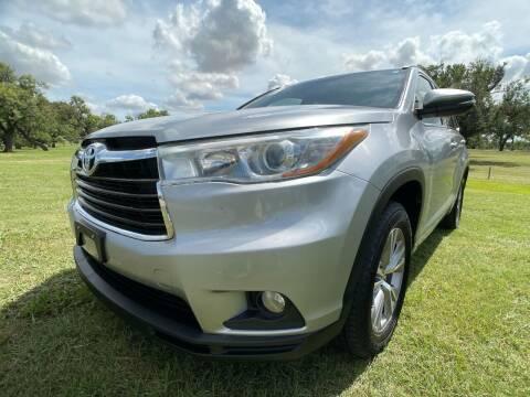 2015 Toyota Highlander for sale at Carz Of Texas Auto Sales in San Antonio TX