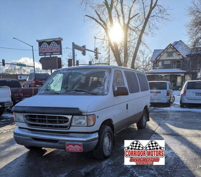 2002 Ford E-Series Wagon for sale at Corridor Motors in Cedar Rapids IA