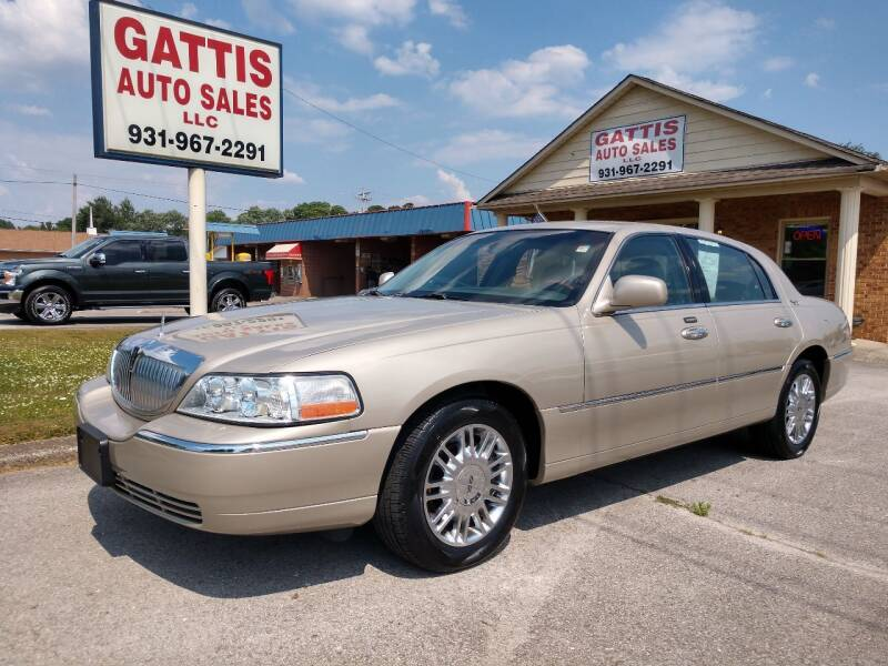 2008 Lincoln Town Car for sale at Gattis Auto Sales LLC in Winchester TN