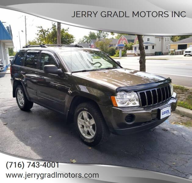2005 Jeep Grand Cherokee for sale at JERRY GRADL MOTORS INC in North Tonawanda NY