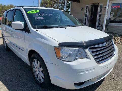 2009 Chrysler Town and Country for sale at G & G Auto Sales in Steubenville OH