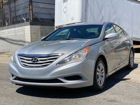 2011 Hyundai Sonata for sale at Illinois Auto Sales in Paterson NJ
